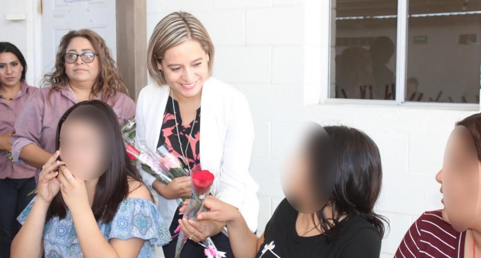 Visita DIF a mujeres de centro de rehabilitación